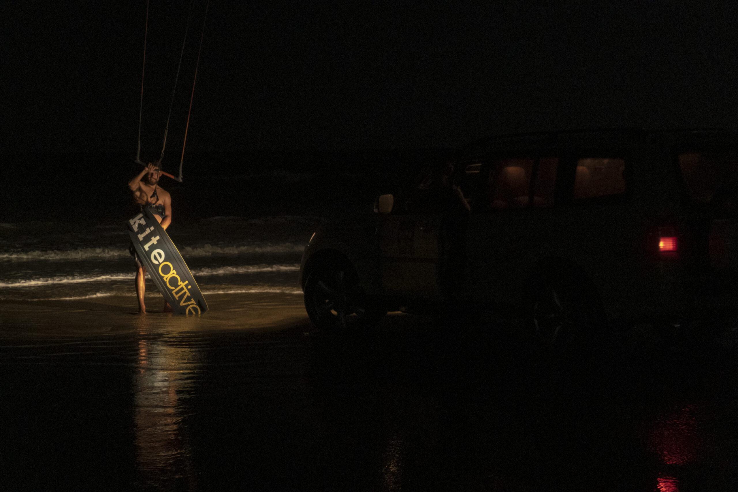 kitesurf-night-full-moon-brazil